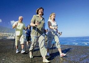 Чем полезна нордическая ходьба?