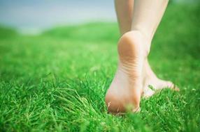 Ходить босиком полезно для здоровья