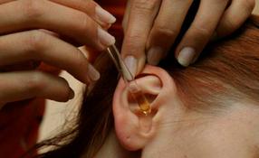 Как вытащить серную пробку в ухе?