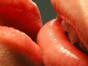 Можно ли заразиться герпесом при поцелуе?
