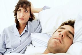 Почему мы скрипим зубами во время сна?