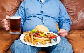 Почему поздним вечером кушать хочется больше всего?