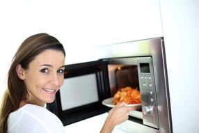 Вредно ли разогревать еду в микроволновке?
