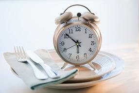 За сколько до сна нельзя есть?